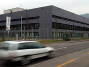 Bietet keine Zellen für Mütter mit minderjährigen Kindern mehr an: das Regionalgefängnis Thun. (Bild: KEYSTONE/PETER SCHNEIDER)