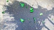 Aus den kaputten Glasflaschen trat Buttersäure aus. (Symbolbild: Getty)