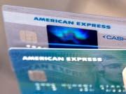 Konsumfreudige Kunden: Der Kreditkartenanbieter American Express profitiert derzeit von der boomenden US-Konjunktur. (Bild: KEYSTONE/AP/ELISE AMENDOLA)