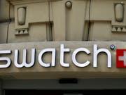 Erwartungen übertroffen: Der Uhrenkonzern Swatch hat im ersten Halbjahr den Gewinn deutlich gesteigert. (Bild: KEYSTONE/AP/FRANCOIS MORI)