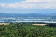 Ausblick vom Napoleonturm in Wädli auf den Untersee mit der Insel Reichenau.