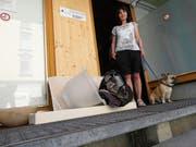 Silvia Meile ist Leiterin des A-Treffs in Heerbrugg. Sie freut sich über jede Spende, nicht aber über Sperrgut, kaputte und dreckige Kleider und Schuhe, die Leute vor dem Eingang der Institution deponieren. (Bild: Kurt Latzer)