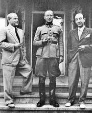 Max Husmann, Max Waibel und Luigi Parrilli (von links) im Frühjahr 1945 vor Waibels Haus Dorenbach in Luzern. (Bild: Keystone)
