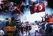 Präsident Erdogan spricht an einer Gedenkveranstaltung zum gescheiterten Putschversuch. (Bild: Adem Altan/AFP (Ankara, 13. Juli 2017))