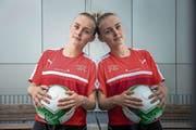 Nein keine Zwillinge: Die Schweizer Internationale Rahel Tschopp und ihr Spiegelbild. (Bild: Roger Grütter (Weggis, 12. Juli 2018)