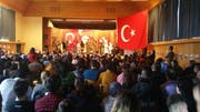 Kriegsschauspiel auf der Schulbühne: Eine HSK-Schülergruppe führt in Uttwil «Die Schlacht von Gallipoli» auf. (Bild: «Sonntags-Blick»)