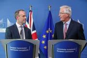 Der neue britische Brexit-Minister Dominic Raab (links) und der Brexit-Chefverhandler der EU, Michel Barnier, am Donnerstag vor der Presse in Brüssel. (Bild: Stéphanie Leqocq/EPA, Brüssel, 19. Juli 2018)