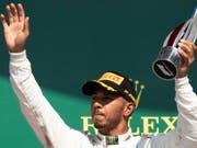 Formel-1-Weltmeister Lewis Hamilton bleibt bei Mercedes (Bild: KEYSTONE/EPA/GEOFF CADDICK)