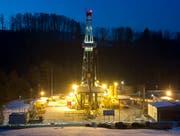 Der Bohrturm fürs Geothermieprojekt steht im Frühling vor fünf Jahren im Sittertobel. (Bild: Hanspeter Schiess, 4. März 2013)