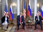 Donald Trump und seine Übersetzerin beim Treffen mit Wladimir Putin. (Bild: Keystone)