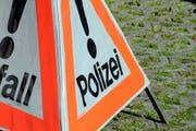 Die Polizei bittet um Hinweise zu einem Verkehrsunfall in Sachseln. (Bild: OZ)