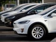Mit einem grossen Schlusseffort schaffte Tesla die anvisierte Produktion von 5000 Autos pro Woche. (Bild: KEYSTONE/AP/DAVID ZALUBOWSKI)