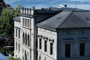 Die Fassade des Zuger Regierungsgebäudes wird saniert. (Bild: Stefan Kaiser)
