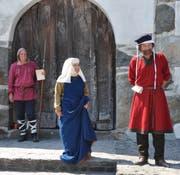 Die Gräfin erscheint vor dem Schloss.