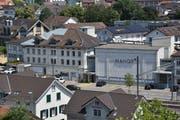 Das Dach des Bürogebäudes neben dem Manor musst teilweise geöffnet und später als Schutz mit Folien bedeckt werden. (Bild: Anina Rütsche)