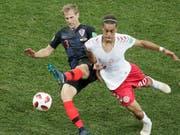 Kroatiens Ivan Strinic, hier an der WM gegen Dänemarks Poulsen, wechselt zur AC Milan (Bild: KEYSTONE/AP/DMITRI LOVETSKY)