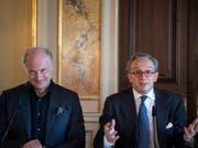 Gianandrea Noseda (l) wird im September 2021 Generalmusikdirektor des Opernhauses Zürich. Am 2. Juli 2018 präsentiert er sich zusammen mit seinem Vorgänger Fabio Luisi. (Bild: Keystone/MELANIE DUCHENE)
