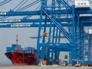 Handelsstreit mit den USA setzt China zunehmend zu: Die Landeswährung Yuan wertet ab und die chinesische Wirtschaft zeigt erste Schwächesignale. (Bild: KEYSTONE/ALESSANDRO DELLA BELLA)