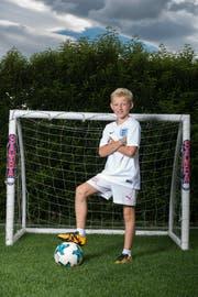 Die drei Löwen auf dem Shirt verraten es: James Smith (10) aus Walchwil schwärmt für die Nationalmannschaft seiner Heimat England.