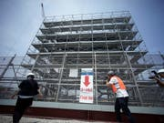 Eine Baustelle für die Olympischen Spiele 2020 in Tokio (Bild: KEYSTONE/AP/EUGENE HOSHIKO)