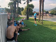 Teamansprache 90 Minuten vor dem Spiel: Trainer Benjamin Redder (rechts) erklärt seinen Spielern die Taktik gegen den noch unbesiegten Gegner Lugano. (Bild: Matthias Hafen)