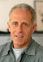 Prof. Dr. phil. nat. Christian Surber ist Wissenschaftlicher Mitarbeiter und Gastprofessor an den Dermatologischen Universitätskliniken Basel und Zürich.