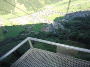 Auf der Talfahrt nach Wolfenschiessen kommt die zweite Gondel der Brändlenbahn entgegen.