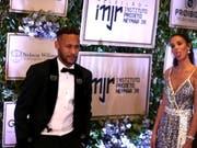 Neymar war in Begleitung seiner Freundin Bruna Marquezine bei der Charity-Veranstaltung in São Paulo (Bild: KEYSTONE/EPA EFE/FERNANDO BIZERRA)