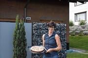 Aprikosen-Streuselkuchen: Der Lieblingsdessert von Hedy Enzler und ihrer Familie, die in Appenzell wohnen. (Bild: Miranda Diggelmann)
