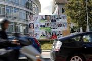 Die Wahlplakate in der Gemeinde Cham 2014. (Bild: Werner Schelbert, 28. August 2014)