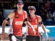 Adrian Heidrich (links) und Mirco Gerson - im Bild am Major-Turnier letzte Woche in Gstaad - stehen an der EM in den Achtelfinals (Bild: KEYSTONE/PETER SCHNEIDER)