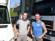 Odermatt Transporte mit Geschäftsführer Marco Bruderer (links) übernimmt die Kundschaft von Peter Wohnlich. (Bild: Perrine Woodtli)