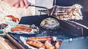 Bitte nicht übertreiben: Flüssige, saure und salzige Lebensmittel sollte man nicht oder jedenfalls nur sparsam mit Aluminium in Kontakt bringen. (Bild: Getty)