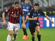 Ricardo Rodriguez (links) kann mit Milan doch an der Europa League teilnehmen (Bild: KEYSTONE/EPA ANSA/DANIEL DAL ZENNARO)