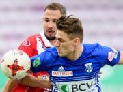 Benjamin Kololli (im Vordergrund) wechselt von Absteiger Lausanne-Sport zum FC Zürich (Bild: KEYSTONE/LAURENT GILLIERON)