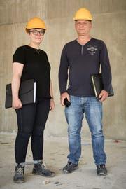 Cosima Thurneysen und Roger Kaufmann sind unterwegs auf der Baustelle. Bild: Jakob Ineichen (Sissach, 19. Juli 2018)