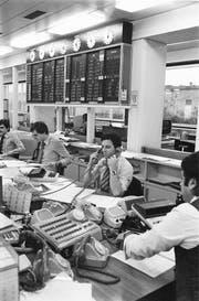 Hektischer Betrieb in der Devisenabteilung des Schweizerischen Bankvereins. Trotz Massnahmen der Nationalbank erreichte der Franken damals ein Rekordhoch. (Bild: Keystone/Photopress-Archiv (1. März 1978))