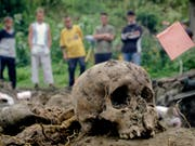 Vermisst und nie identifiziert: In Bosnien-Herzegowina liegen die Knochen Tausender anonym im Boden verstreut. (Bild: KEYSTONE/AP/AMEL EMRIC)