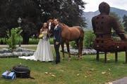 Ein Pferde durfte auf dem Hochzeitsfoto von Martina Hingis und Harald Leemann nicht fehlen. (Bild: Sarganserländer)