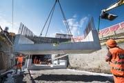 Das Nordportal des Bruggwaldtunnels wird mit Betonelemente verlängert. (Bild: Ralph Ribi, Wittenbach, 14. Juli 201