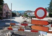 Bleibt länger gesperrt: Die Bahnhofstrasse ab der Verzweigung Kriessernstrasse. (Bild: Benjamin Schmid)