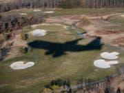 Ein Kleinflugzeug näherte sich unerlaubt dem privaten Golfclub von US-Präsident Donald Trump in Bedminster im Bundesstaat New Jersey. (Bild: KEYSTONE/AP/CAROLYN KASTER)