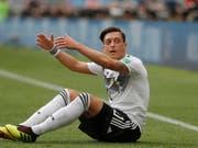 Wurde nach Deutschlands frühem WM-Out zu einem der Hauptschuldigen «erklärt»: Mesut Özil (Bild: KEYSTONE/EPA/SERGEI ILNITSKY)