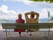 Die Erhöhung des Frauenrentenalters auf 65 Jahre scheint in der Bevölkerung Rückendeckung zu geniessen. (Symbolbild (Bild: KEYSTONE/GAETAN BALLY)