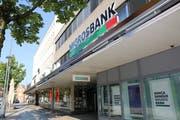 Möglichkeit 2: Migros Bank. Bietet ideale Voraussetzungen in Parterre und Obergeschoss.