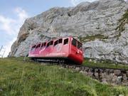 Unfall in der Zwischenstation: Zahnradbahn auf den Pilatus bei Kollision beschädigt. (Bild: KEYSTONE/GAETAN BALLY)