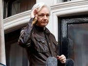 Wikileaks-Gründer Julian Assange lebt seit 2012 in der Botschaft Ecuadors in London. In mehreren Ländern eröffnete die Justiz Ermittlungsverfahren gegen ihn. (Bild: KEYSTONE/AP/FRANK AUGSTEIN)
