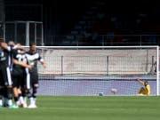 Einsamer Goalie: Sittens Anthony Maisonnial verzeichnet im Wallis einen Horrorstart (Bild: KEYSTONE/LAURENT GILLIERON)