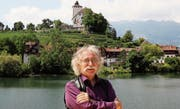 Regisseur Kuno Bont wohnt selbst am Werdenbergersee und wagt sich dort mit Verdis «La Traviata» erstmals an eine Oper. (Bild: Martin Preisser)