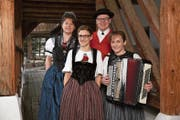 Das Jodelterzett Seetal tritt am 28. Juli in Sarnen auf (v.l.): Yvonne Fend-Bruder, Karin Weber-Widmer, Sämi Studer und die Akkordeonistin Doris Erdin-Treier. (Bild: PD)
